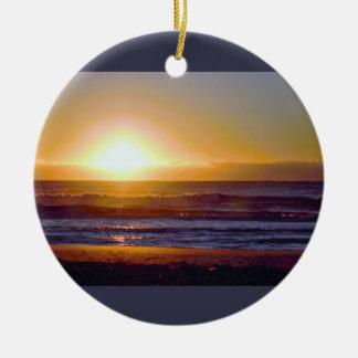 Photo de lever de soleil d'océan ornement rond en céramique