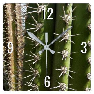 Photo de nature de désert du cactus de baril II Horloge Carrée