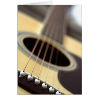 Photo de plan rapproché de guitare acoustique cartes