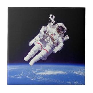 Photo d'orbite terrestre de Spacewalk de Jetpack Carreau