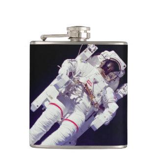 Photo d'orbite terrestre de Spacewalk de Jetpack Flasques
