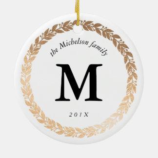Photo élégante de guirlande d'or et blanc décoré ornement rond en céramique