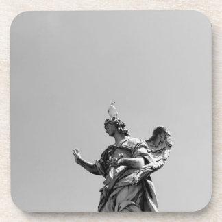 Photo simple et moderne de mouette sur la statue dessous-de-verre