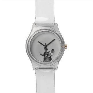 Photo simple et moderne de mouette sur la statue montres bracelet