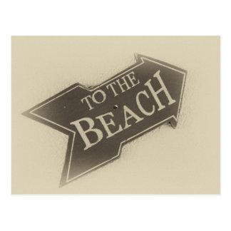 Photo vintage à la flèche de plage carte postale
