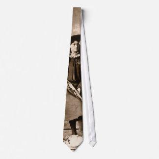 Photo vintage de Mlle Annie Oakley Holding un Cravate