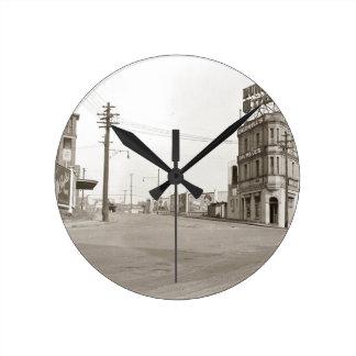 photo vintage de rue des années 1920 horloge ronde