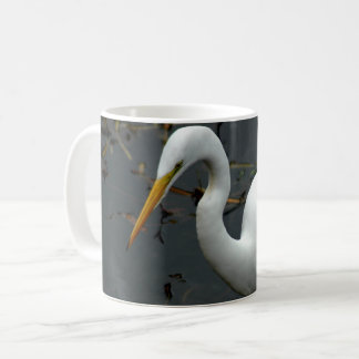 Photographie de héron sur la tasse de café