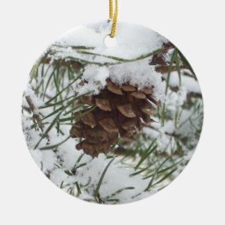 Photographie de nature d'hiver du cône I de pin de Ornement Rond En Céramique