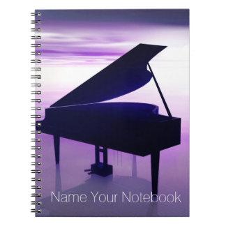 Piano à queue sur le carnet de musique de plage de