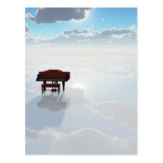 Piano dans le paysage blanc dramatique carte postale