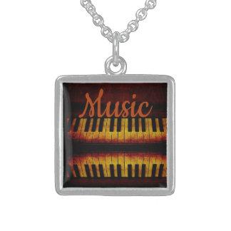 Piano et collier de carré d'argent sterling de