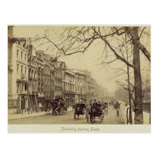 Piccadilly faisant face à l'est, (photo de sépia) cartes postales