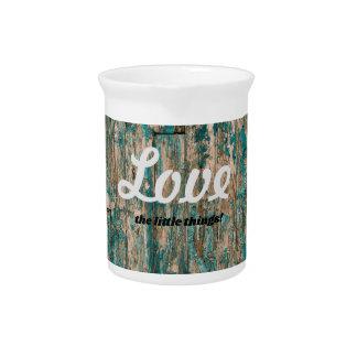 Pichet Aimez le broc en bois de texture de petites choses
