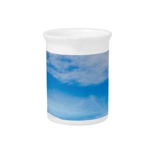 Pichet Grand ciel bleu de montagnes blanches