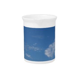 Pichet nuages bleu-foncé de blanc de ciel
