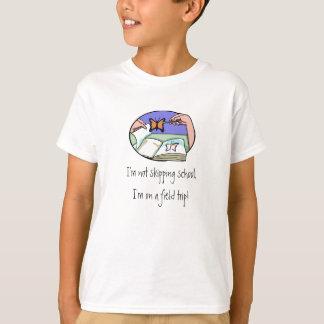 Pièce en t d'excursion sur le terrain de t-shirt
