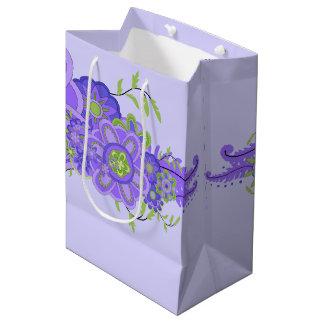 Pièce maîtresse assez pourpre de fleurs sac cadeau moyen