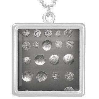 Pièces de monnaie bizantines, romaines et de pendentif carré