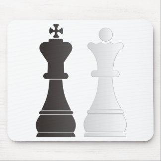 Pièces d'échecs blanches de reine de roi noir tapis de souris