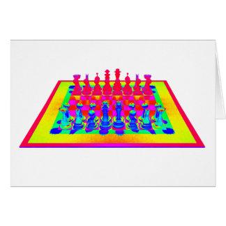Pièces d'échecs colorées d'échiquier et cartes
