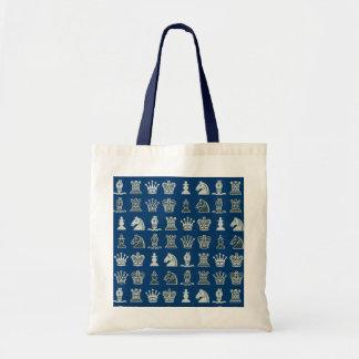 Pièces d'échecs dans le sac bleu de rangées
