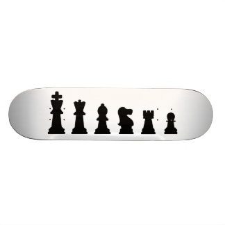 Pièces d'échecs noires sur le blanc skateboards personnalisables