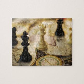 Pièces d'échecs sur la carte de Vieux Monde Puzzle