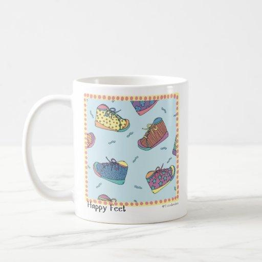 Pieds heureux de tasse