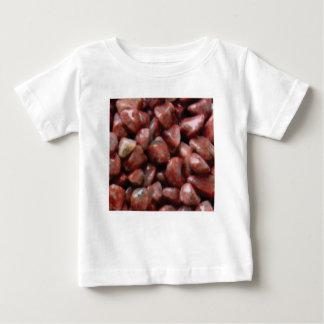 pierres rouges de finition t-shirt pour bébé