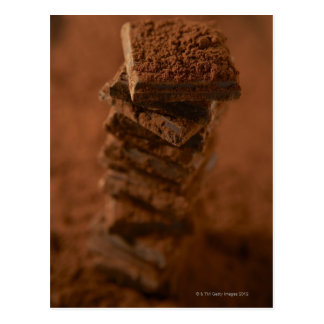 Pile de carrés de chocolat carte postale