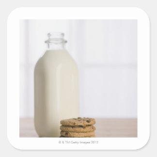 Pile de lait de gâteaux aux pépites de chocolat sticker carré