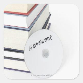 Pile de livres avec du CD Sticker Carré