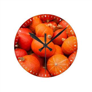 Pile de petits citrouilles, Allemagne Horloge Ronde
