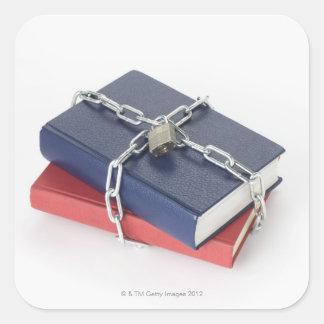 Pile enchaînée de livres sticker carré