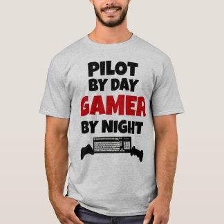 Pilote par le Gamer de jour par nuit T-shirt