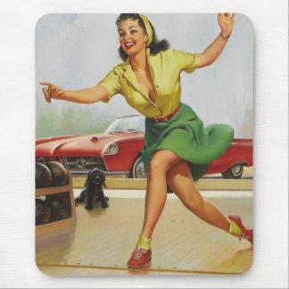 Pin de bowling vers le haut de fille tapis de souris
