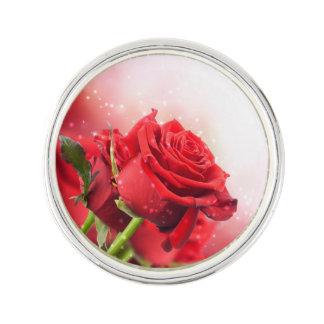 Pin de revers de festival de roses rouges de Mlle Épinglette
