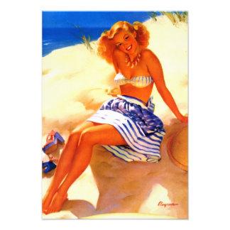 Pin vintage d'été de plage de Gil Elvgren vers le  Faire-parts