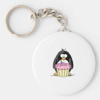 Pingouin d'anniversaire avec le petit gâteau porte-clé