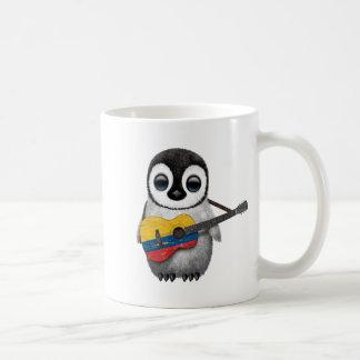 Pingouin de bébé jouant la guitare colombienne de mug