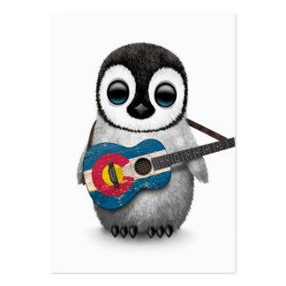 Pingouin de bébé jouant la guitare de drapeau du modèles de cartes de visite