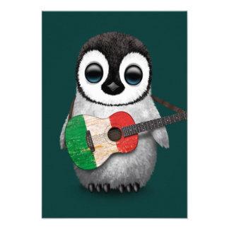 Pingouin de bébé jouant la guitare italienne Teal Invitations