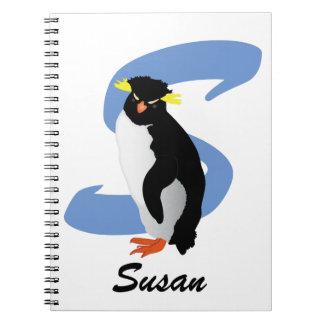 Pingouin décoré d'un monogramme avec le nom et carnet