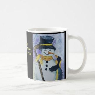 Pingouin et bonhomme de neige avec la tasse de