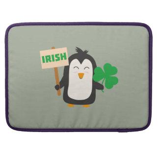 Pingouin irlandais avec le shamrock Zjib4 Poches Pour Macbook