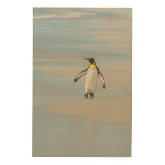 Pingouin marchant sur la plage impression sur bois