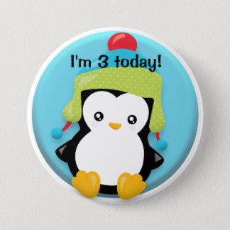 Pingouin mignon en vert et Red Hat sur Badge