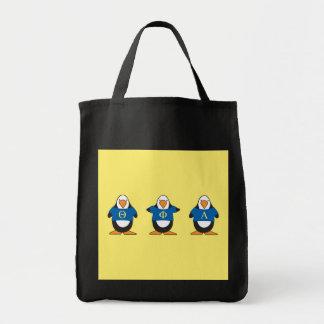 Pingouins avec des chemises sac en toile