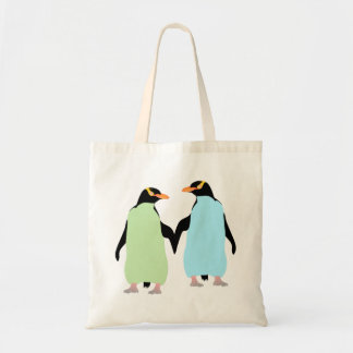 Pingouins de gay pride tenant des mains sacs